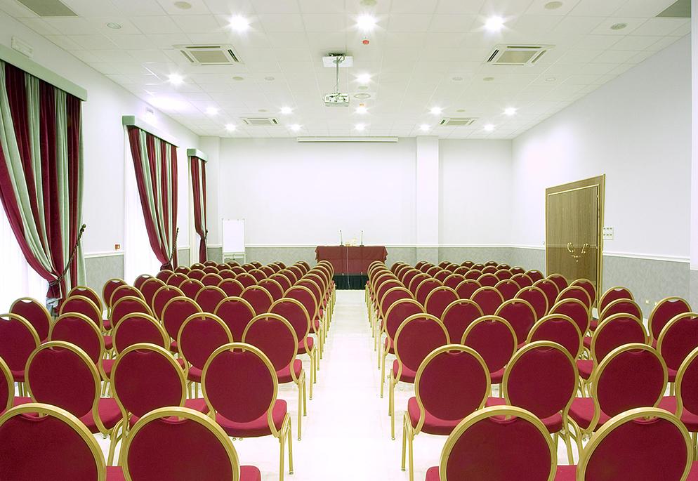 Sale meeting congressi a bologna zanhotel centergross for Sale arredate