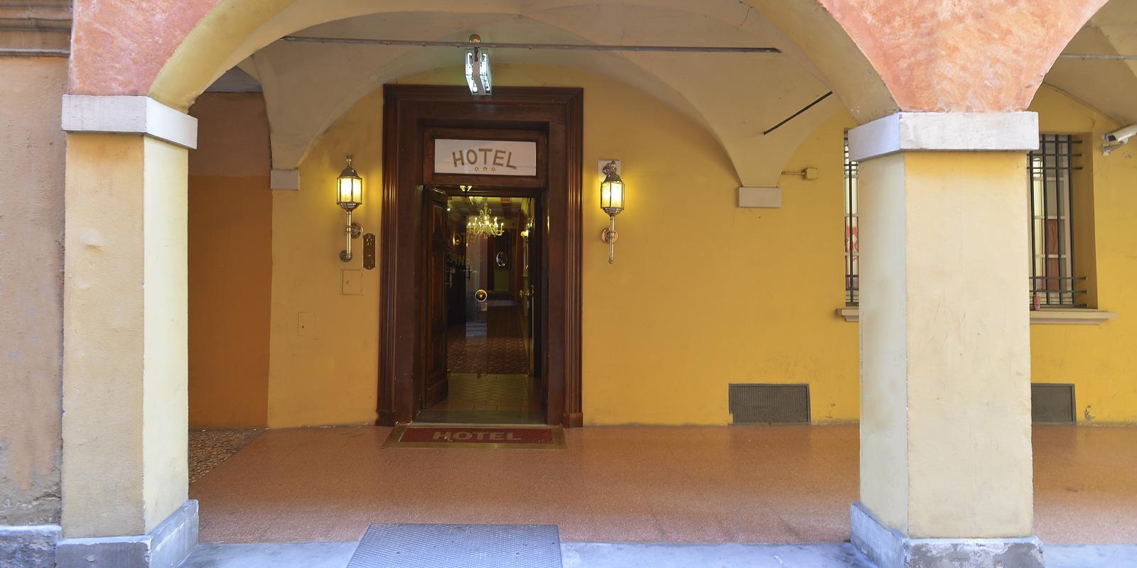 Hotel 3 stelle nel centro storico di bologna il canale for Tre stelle arreda bologna